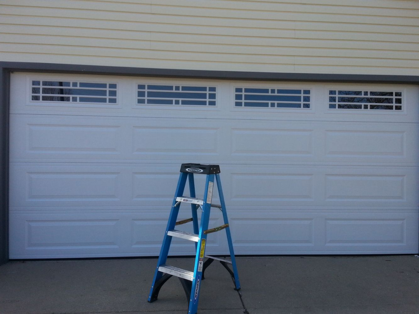 Garage door repair services in elmwood park il ruiz for 16x7 garage door with windows