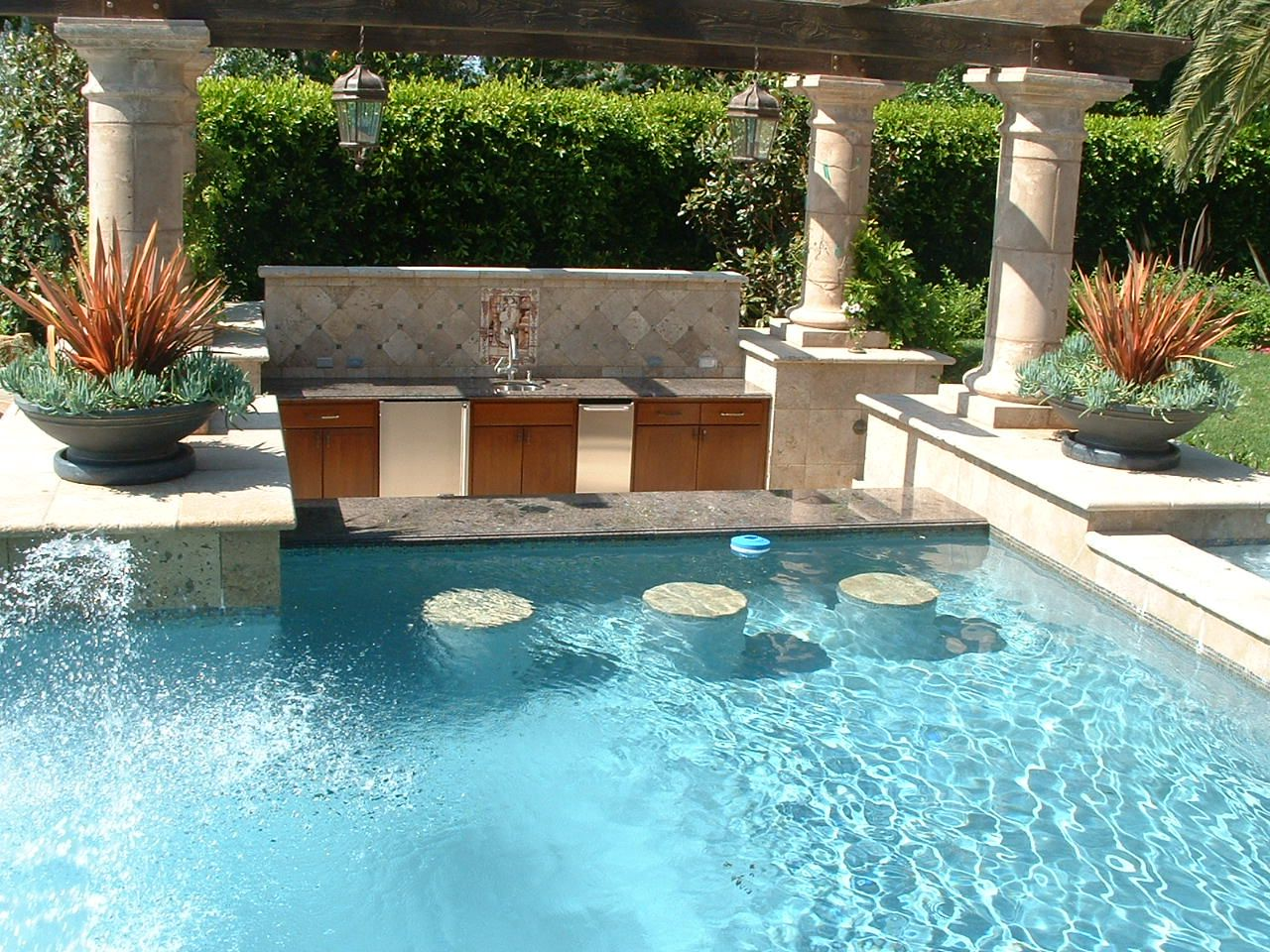 Pools and spas in carlsbad ca san diego dream pools and for Pool design with bar