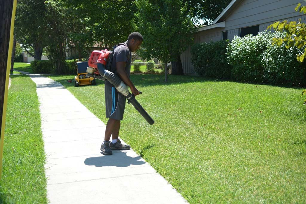 683 Credit Score >> Lawn Care and Maintenance in Irving, TX - R&R Grass Cutting Service