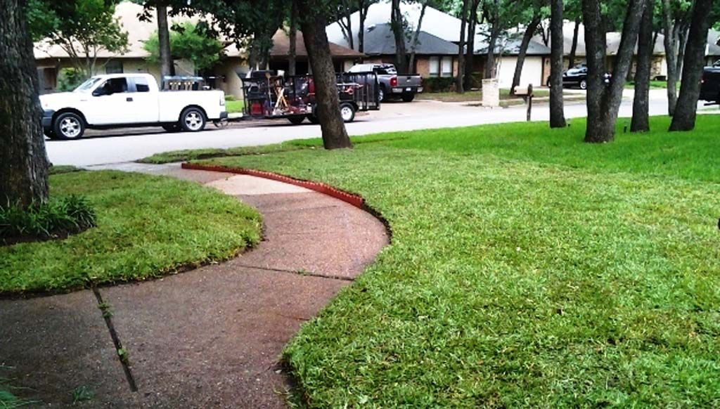 Lawn care and maintenance in irving tx r r grass for Local lawn care services
