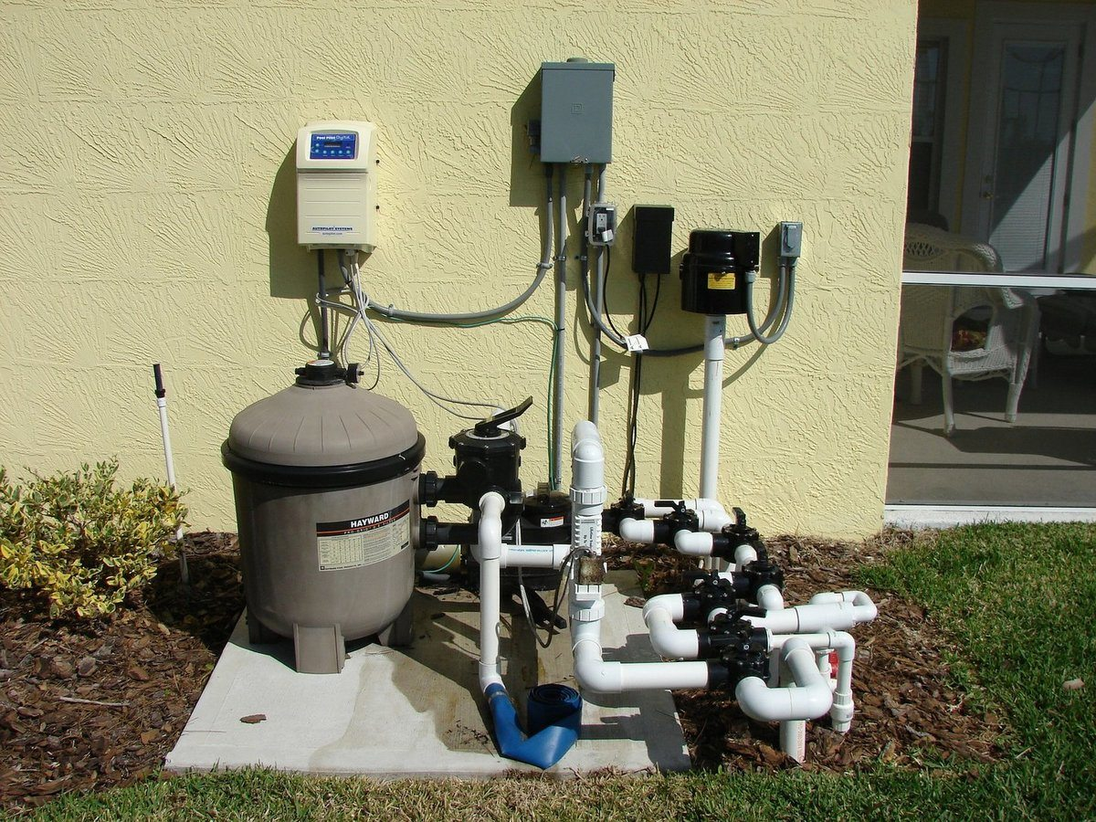 Installed pool water filter and pump