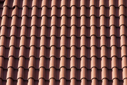 Long-lasting and energy-efficient tile roof made of clay tiles