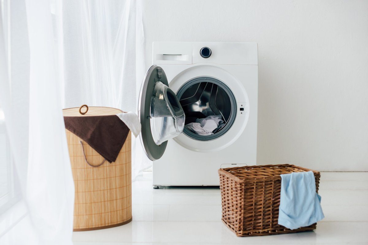 Washing machine with clothes baskets