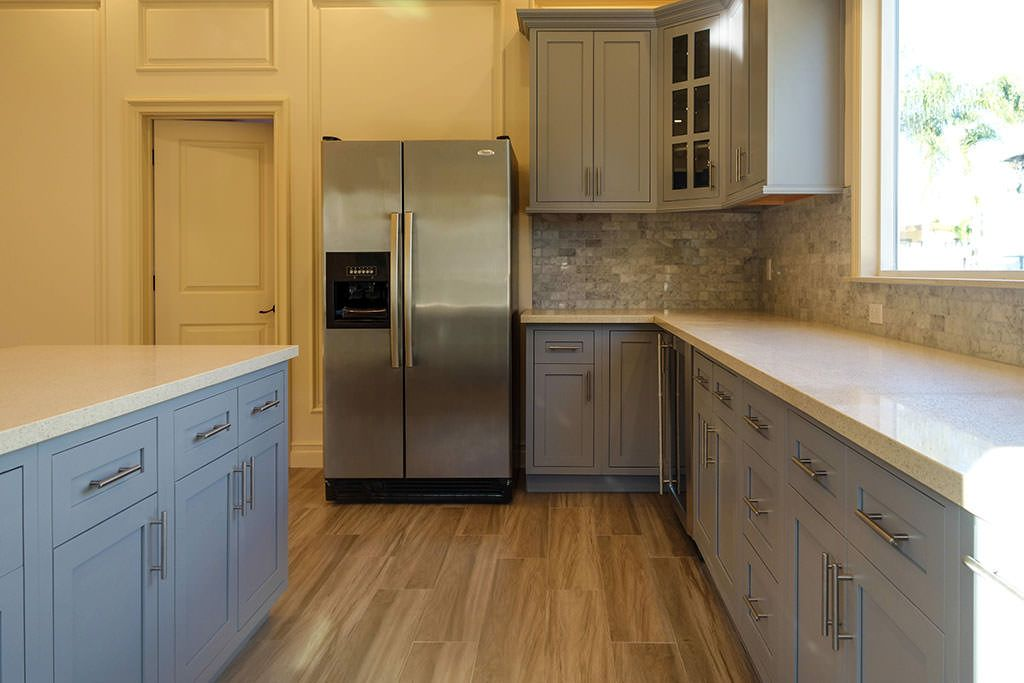 Beautiful inset RTA kitchen cabinets sold for wholesale in the Los Angeles area.. Made from 100% plywood.