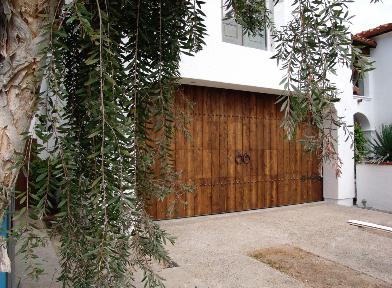 Garage door repair installation in woodland hills ca for Garage door repair agoura hills