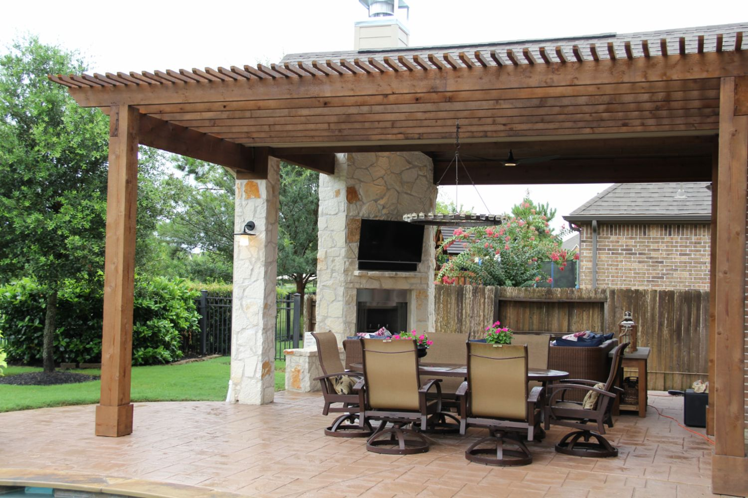 Patio covers outdoor kitchens fire features in katy tx for Design patio exterieur