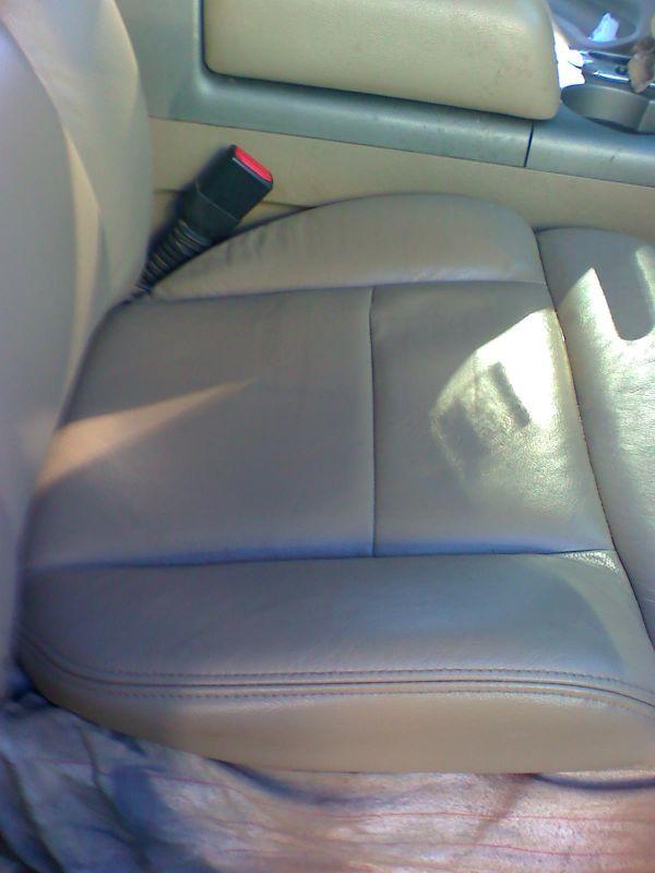 Torn Fabric Seat. U2039 U203a