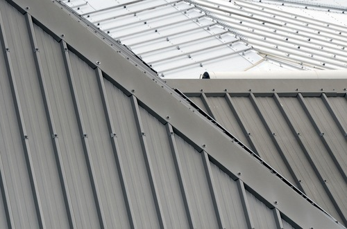 Metal roof vs asphalt shingles pros cons comparisons for Roofing material options